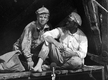 Анатолий Кузнецов (Сухов) и Николай Годовиков (Петруха). Рабочий момент съёмок фильма