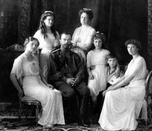 https://www.sovsekretno.ru/public/userfiles/articles/show/Russian_Imperial_Family_1913-1.jpg