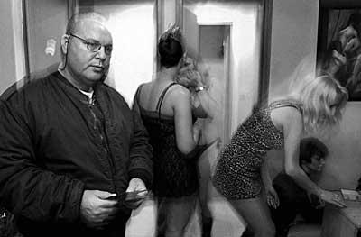 Секс рабыни за грпницей