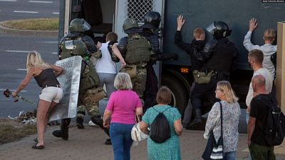 Силовики применили газ против митингующих в Минске